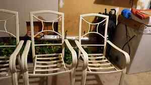 Large table and 4 chairs - patio set Kitchener / Waterloo Kitchener Area image 5