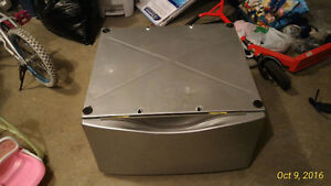 Whirlpool laundry Pedestal for Washer or Dryer Kitchener / Waterloo Kitchener Area image 1