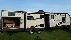 2015 Wildwood Heritage Glenn 300BH ( Financing Now Available)