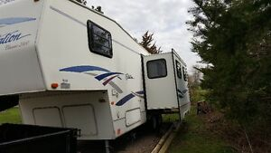 For Sale: 2000 28ft Citation Fifth wheel trave trailer London Ontario image 3