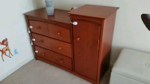 Storkcraft baby dresser / changing table