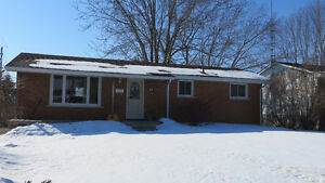 18 Chesterfield Dr - Move in Ready Bungalow!