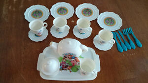 Snow White Tea Set London Ontario image 1