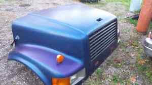 Nice front clip for a 4800 international truck London Ontario image 1