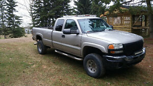 2004 GMC Sierra 2500 Pickup Truck lifted