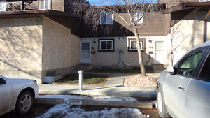 Renovated Townhouse in Central Millwoods