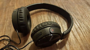 Sony MDRZX110NC On-Ear Noise Cancelling Headphones - Retail 80$