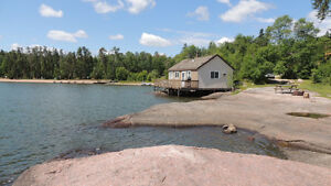 LAST MINUTE VACANCY - 3 BEDROOM LAKEFRONT COTTAGE