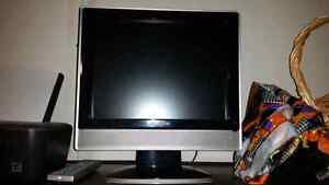 "15"" insignia lcd tv with remote"