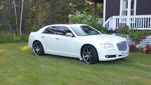 2014 Chrysler 300-Series 300C Luxury Edition Sedan