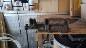 Antique vice anvil 12 inch
