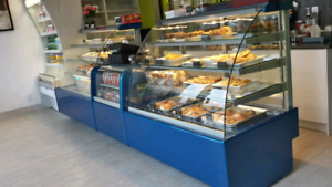 Refrigerated bakery / pastry display cases