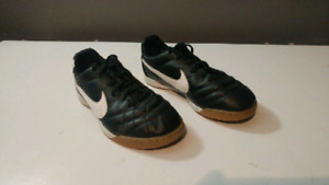 Nike Tiempo youth size 3 indoor soccer shoes