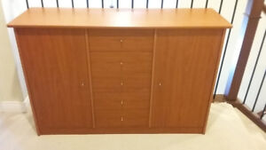 Dresser (5 drawers and 2 doors)