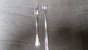 2 small forks, 1 is silver .925