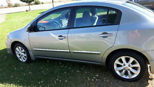 2010 Nissan Sentra  4 - door Sedan - Low KMs