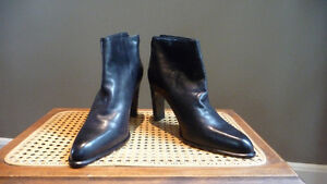 Nine West Black Leather Ankle boots - 9.5M