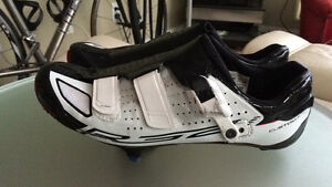 Shimano R321 cycling shoes size 43 Downtown-West End Greater Vancouver Area image 2