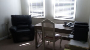 ROOM AVAILABLE IN CLEAN HOME, MATURE FEMALE STUDENT Kawartha Lakes Peterborough Area image 3
