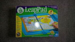 Leap Frog LeapPad, 6 Bools & 5 Cartridges Cambridge Kitchener Area image 3