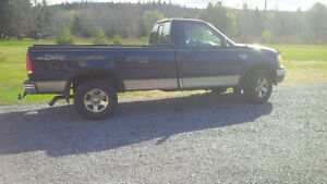 2003 Ford F-150 XLS Pickup Truck