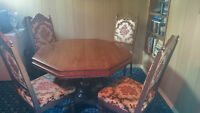 Solid wood table with 4 Chairs and center leaf