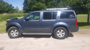2005 nissan pathfinder part out 239,000km