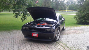 2009 Dodge Challenger R/T 6 spd manual!  Financing Available!**
