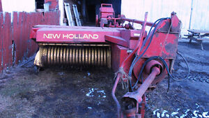 New Holland 273 Square baler with bale thrower