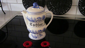 Meissen, Blue Onion Coffee Pot With Lid