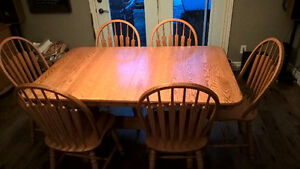Roxton Hutch with Table and 6 Chairs