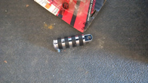 Hondaline front foot pegs