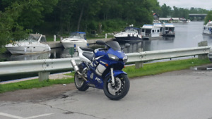2000 Yamaha R6 with brand new tires.