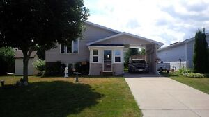 WOW! RENOVATED GORGEOUS 3 BEDROOM DETACHED IN MEAFORD