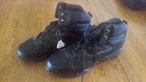 Men's Winter Boots Size 16