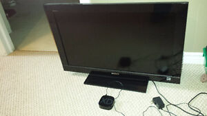 Sony 32 Inch LCD 720p 60Hz + Roku 2 Box + HDMI cable