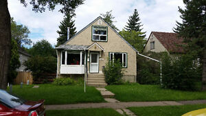 Bright, spacious, 3 bedroom house in Allendale - 1/2 month free!