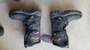 Motor fist size 7 motorcycle boots. Brand new. 50$
