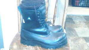 Mens Terra Winter Saftey Boots-Like New