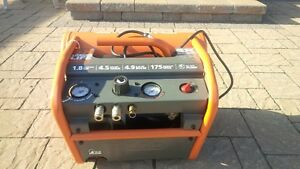 Ridgid Twin Stack Oilless Compressor (Hardly Used)