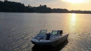 Boat Bateau opendeck 40hp Johnson negotiable with trailer