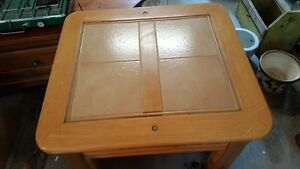 SOLID WOOD AND TILES COFFEE TABLE OR ACCENT TABLE West Island Greater Montréal image 2