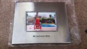 New hallmark no ordinary mom frame Kingston Kingston Area image 1