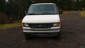 Ford E-250 Van 2003  only 146500 kms