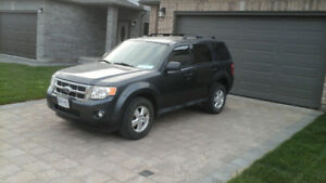 2009 FORD ESCAPE XLT FULLY LOADED VERY CLEAN INSIDE,SAFETY