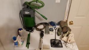 Filtreur, chauffe eau, pompe a air et accessoires.