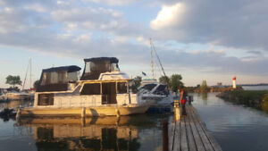 Houseboat for rent close to Wine County and Niagara Falls!