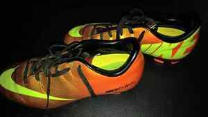 Youth Soccer shoes Stratford Kitchener Area image 4