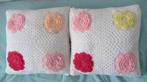 SET OF 5-PIECES HAND MADE CUSHION CROCHET.