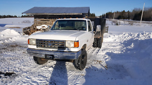 FORD SuperDuty Flat Deck with Racks